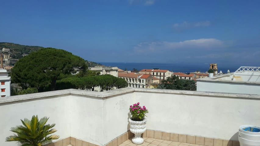 Casa Snicer in Sorrento centre with sea view - ซอร์เรนโต้ - อพาร์ทเมนท์