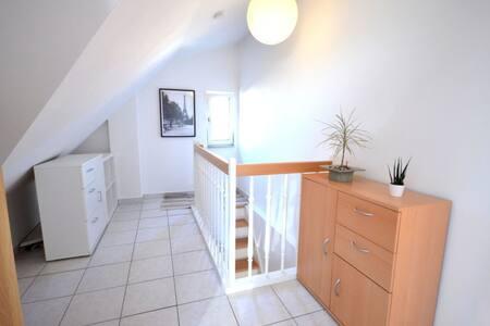 schönes Zimmer in einer jungen WG - Heilbronn