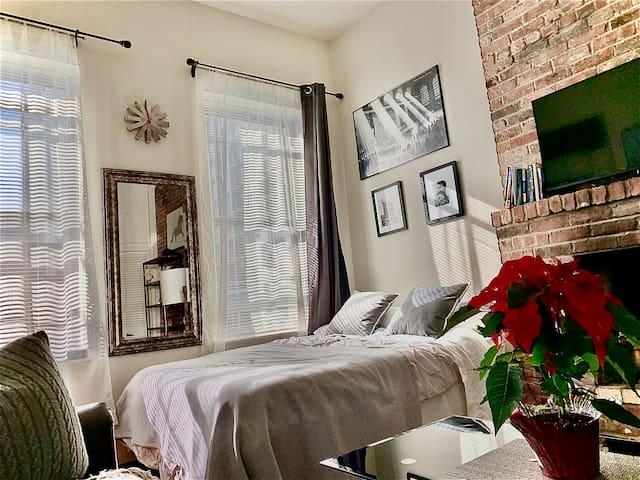Sunny Studio Apartment on Upper East Side