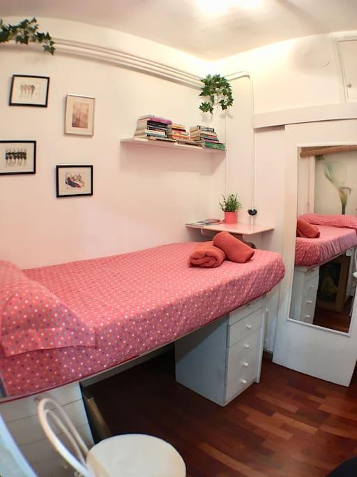 Habitaci n privada con ba o privado en sarria aptos en for Habitacion con piscina privada madrid