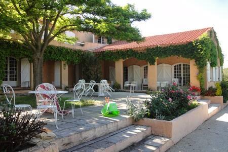 Grande maison provençale 350m2 avec piscine - Cabriès