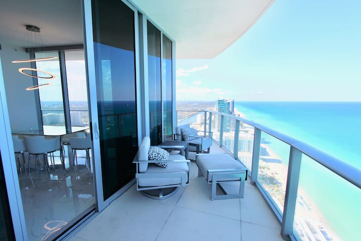 Top Floor Penthouse 2.0 Oceanfront Panoramic Views