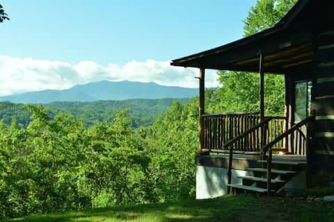 Rustic cabin on private nature reserve