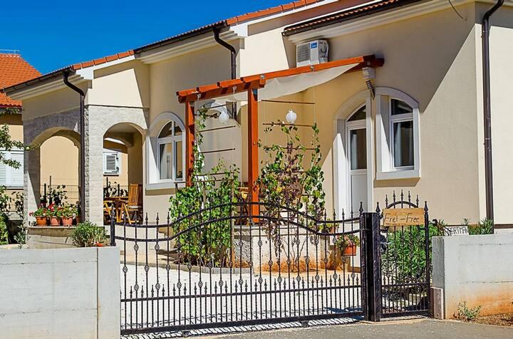 Gemütliches Apartment mit Wohlfühlgarten