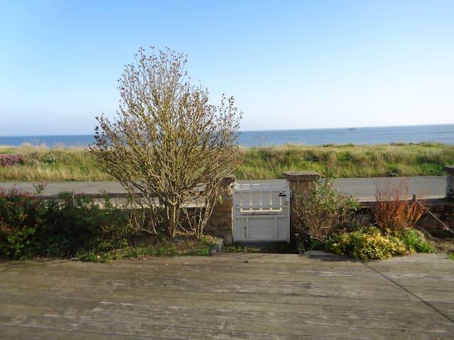 maison bretonne avec vue mer