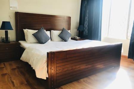 Roomy Marvi Guesthouse