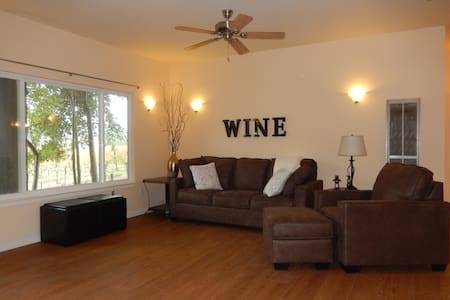 Dry Creek Valley Vineyard Cottage Long Term Stay