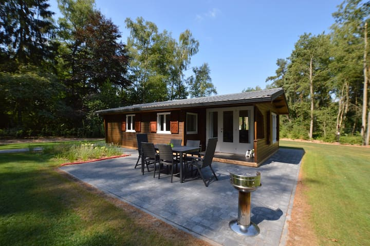Beautifully furnished chalet with a huge garden in the middle of nature.
