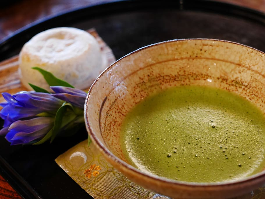 When you check in/out, a bowl of Matcha green tea will be served with Japanese sweets. The host is an instructor of Japanese tea ceremony.