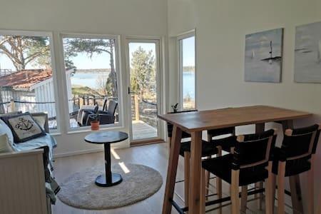Nybyggd stuga med havsutsikt i centrala Öregrund