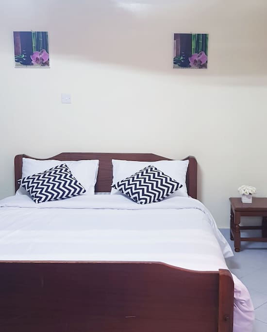 comfy large bed.home away from home. clean beddings.