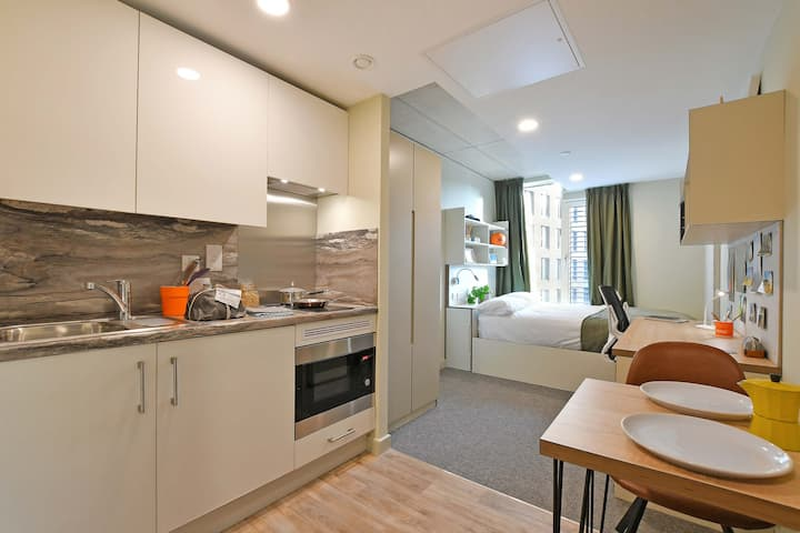 Marvelous Gold En-suite (High Floor)