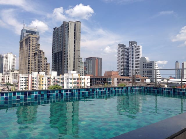 BTS Wongwianyai .Wifi,Pool,gym - Bangkok - Appartement