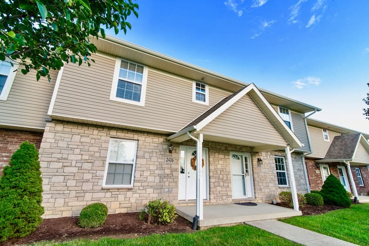Home Sweet Condo - close access to downtown & IU