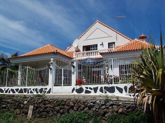Casa Laura with mountain & sea views