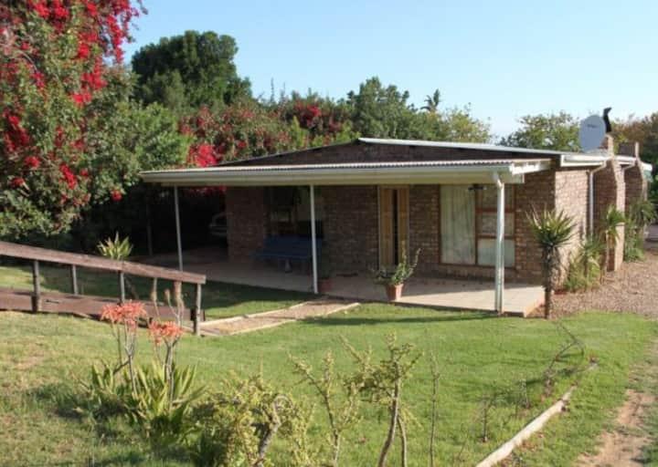 Spekboom Cottage - Make yourself at home!