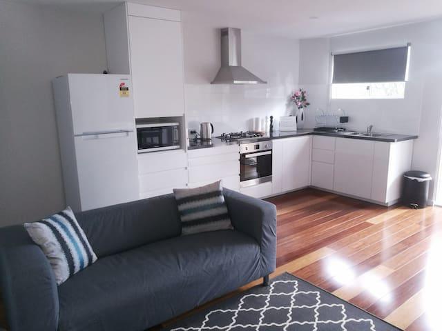 Modern & spacious 2 bedroom retreat