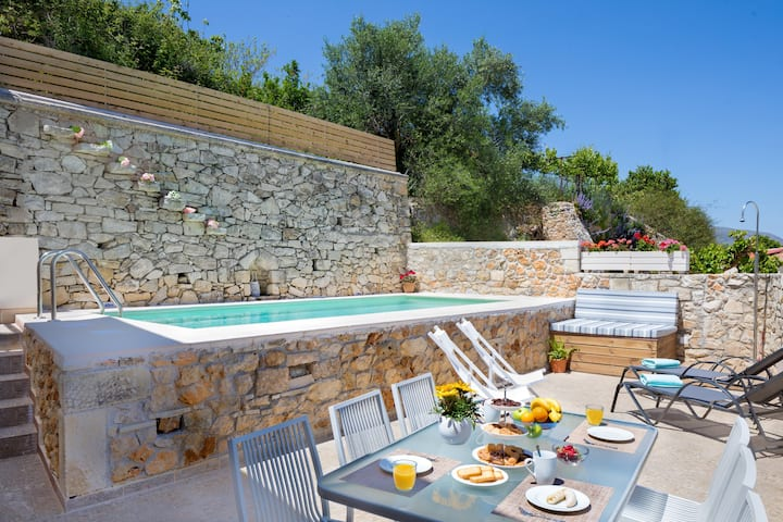 Luxurius villa with heated Jacuzzi
