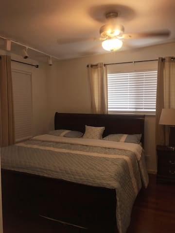 Private room. Private entrance.  King bed, side table, dresser, walk-in closet, full bathroom, AC.