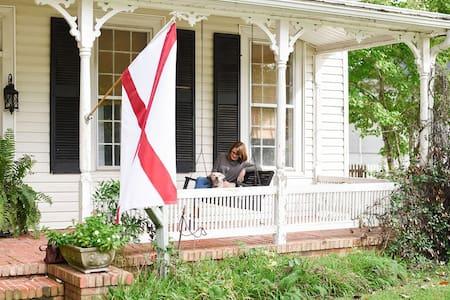 Historic home on Main St. - 40 min to U of Alabama