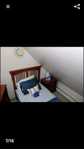Beautiful little Blue room for short stays