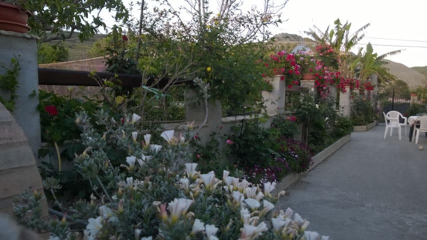 Camere in villa con giardino