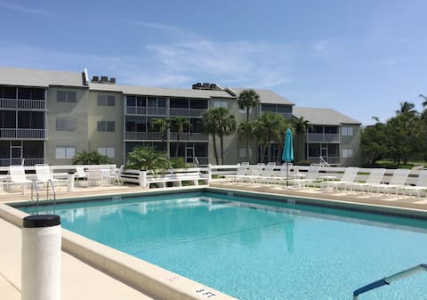 Tropical 2BR Condo Oasis on Hutchinson Island