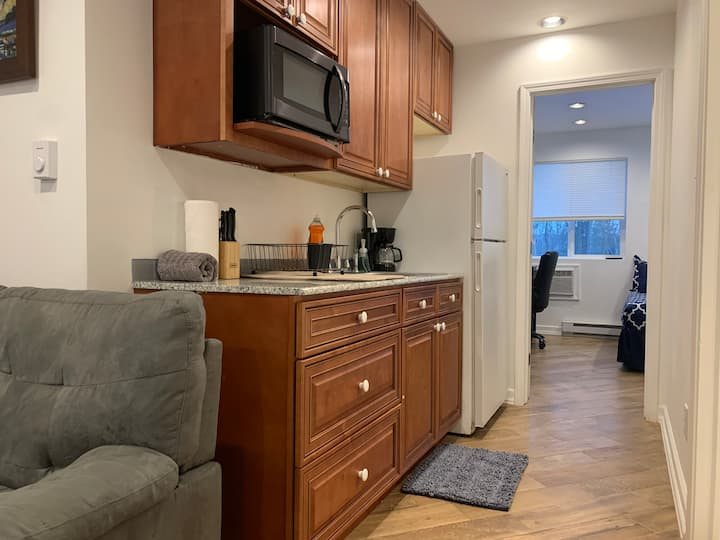 COZY GETAWAY MINUTES AWAY FROM CORNELL!