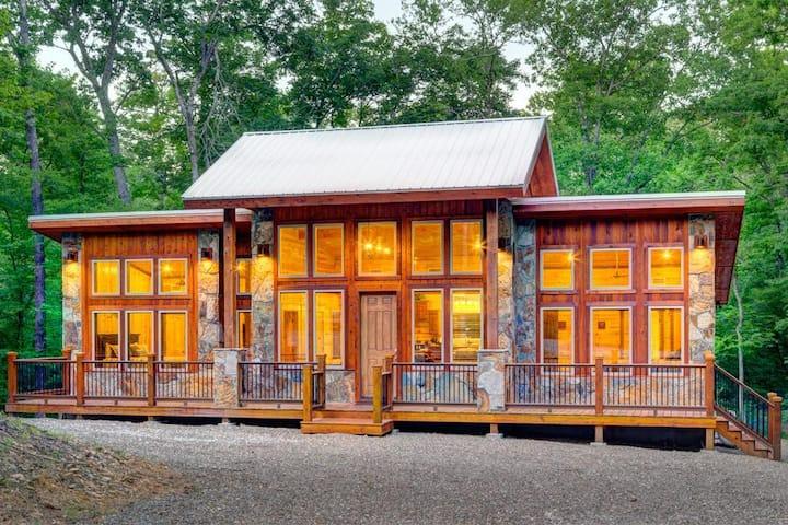 The Kootenai Creek Cabin at Hochatown