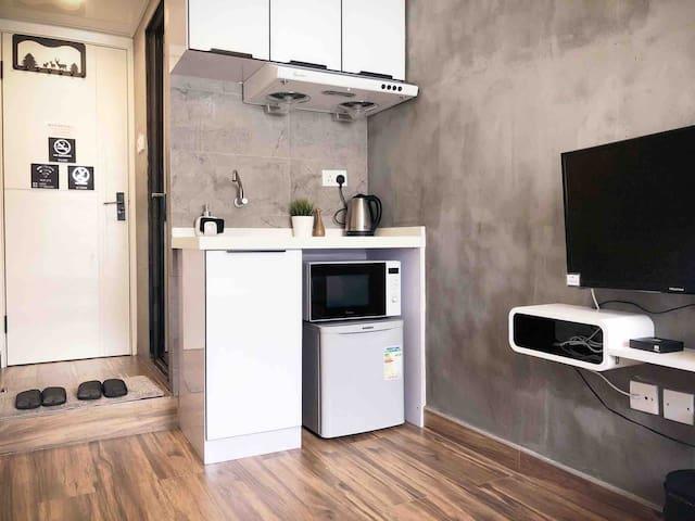 C Stylish cozy studio 1 min MTR 邻近西九高铁干净特色独立卫浴大床公寓