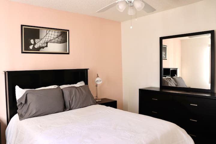 Modern Centrally Located Stay