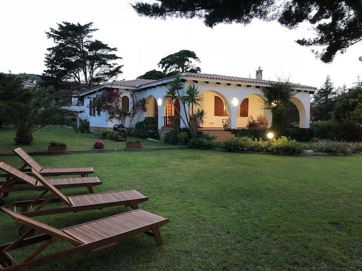 Rustikale Villa Margherita mit Terrasse, Meerblick, WLAN und Klimaanlage; Parkplätze vorhanden, Haustiere erlaubt