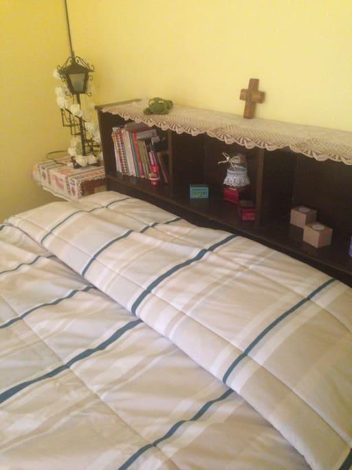 Amplia y cómoda cama matrimonial