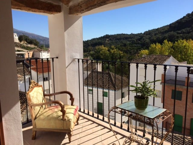 Boutique house with wifi, pool & stunning views