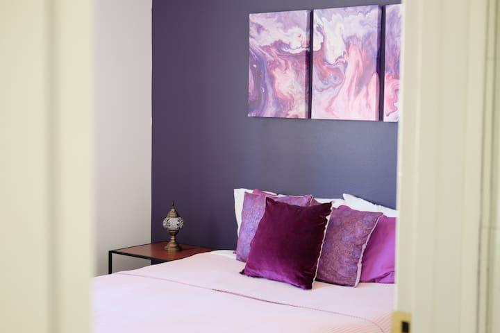 Purple Minimalist Private Room in town