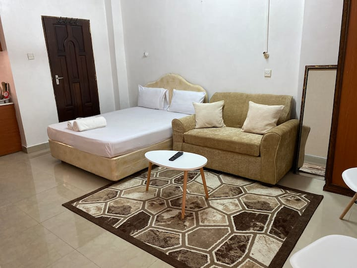 CLEAN NYALI APT, WIFI, WORKSTATION near MALL,BEACH