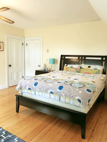 TW Cozy large Bedroom with luxurious bath near T