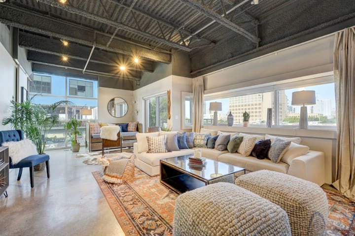 Spacious Artsy Luxury Loft | E 6th St
