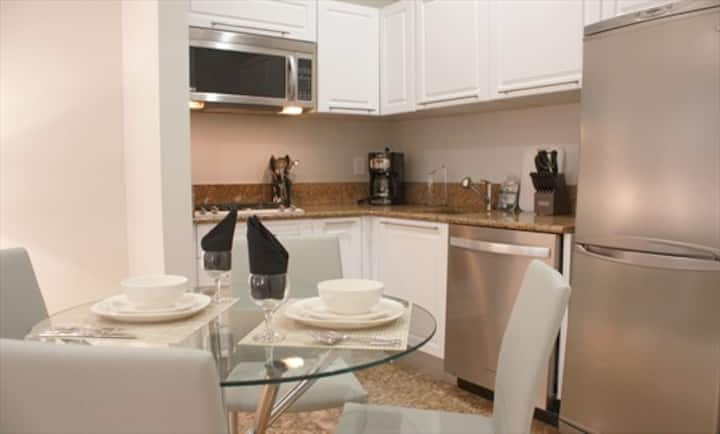 Upgraded NYC studio apt fully equipped kitchen