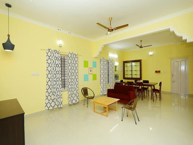 OYO - Spacious 1BR Stay in Karimankulam - Discounted!