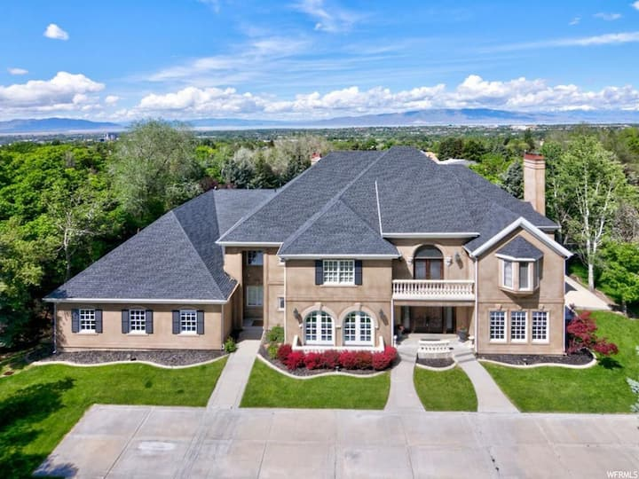 Beautiful Provo 2 Acre Estate, 10K Sf, Sleeps 20+