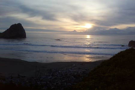 Scenic Route ~ Easy Beach Access - Crescent City - Haus