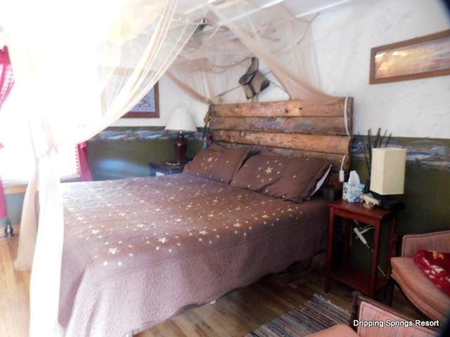 Wind River BNB Cottage room at Dripping Springs