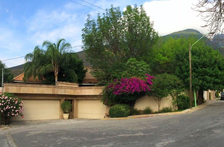 Home in Cerro de la Silla (Apt) - Guadalupe - Sala sypialna