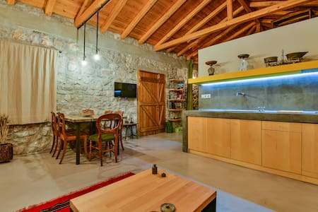 Boutique Stone Cottage w. large private Terraces