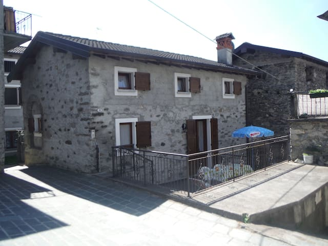 GRAVEDONA VILLAGE HOUSE