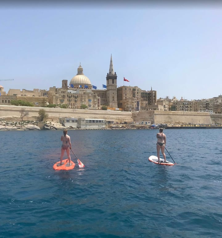 Stand up paddle in front of Valletta