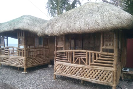 Bamboo house on magnetic beach - Катмон - Hus