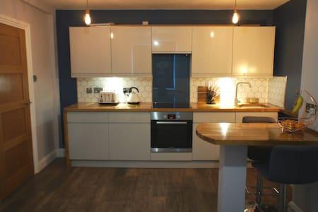 Beautiful Stylish apartment with free parking