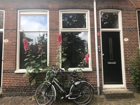 Schipperswoning center Groningen, incl. 2 bikes